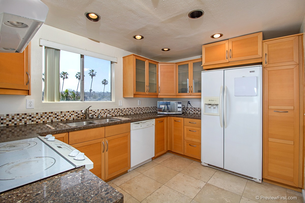 Photo 6: OCEAN BEACH Condo for rent : 2 bedrooms : 5155 W Point Loma Blvd #11 in San Diego