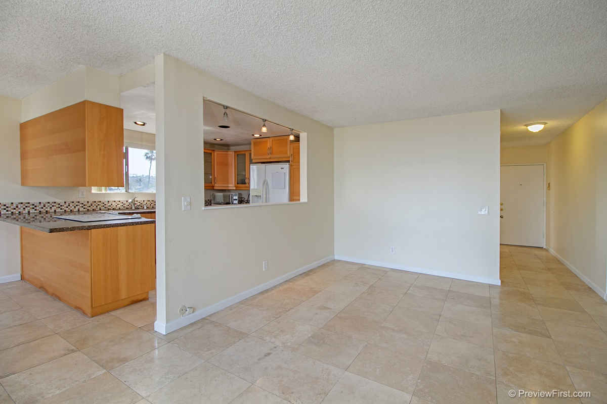 Photo 3: OCEAN BEACH Condo for rent : 2 bedrooms : 5155 W Point Loma Blvd #11 in San Diego