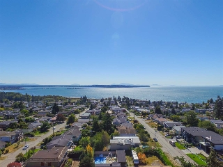 Main Photo: 15727 BUENA VISTA Avenue: White Rock House for sale (South Surrey White Rock)  : MLS®# R2109230