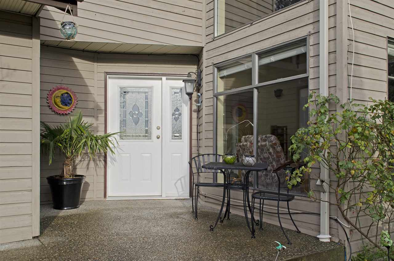 Photo 2: 285 SOLAR Court in Coquitlam: Coquitlam East House for sale : MLS® # R2129121