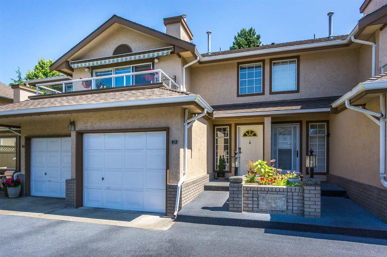 Main Photo: 211 14861 98 AVENUE in : Guildford Townhouse for sale : MLS® # R2096299
