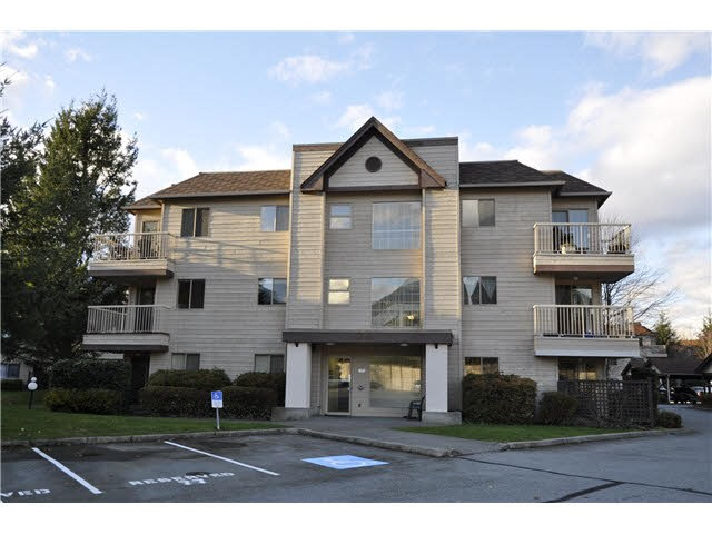 "Main Photo: B106 40120 WILLOW Crescent in Squamish: Garibaldi Estates Condo for sale in ""DIAMOND HEAD PLACE"" : MLS®# R2139403"