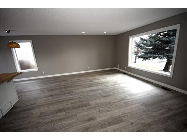 Photo 4: 20 ALCOCK Street: Okotoks House for sale : MLS(r) # C4104767