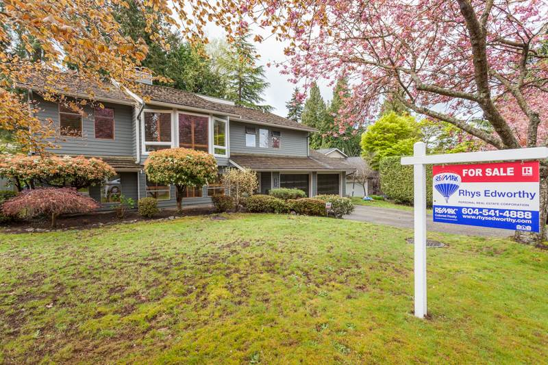 Main Photo: 12710 19 Avenue in Surrey: Crescent Bch Ocean Pk. House for sale (South Surrey White Rock)  : MLS® # R2159678