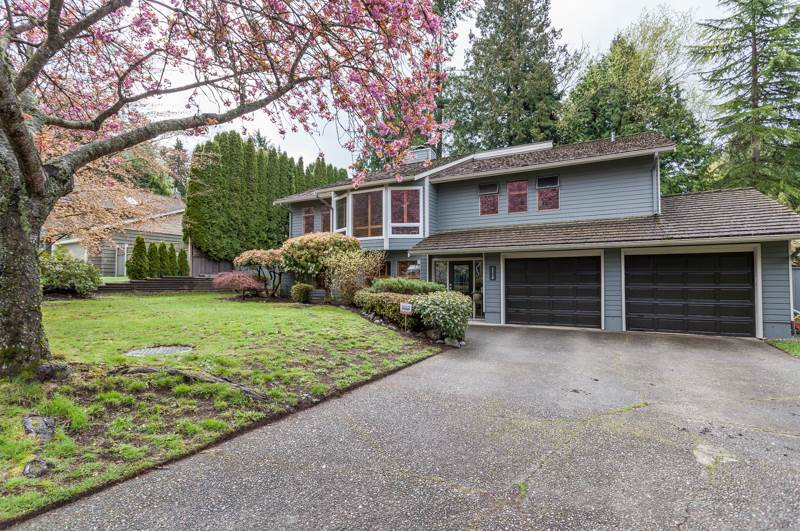 Photo 2: 12710 19 Avenue in Surrey: Crescent Bch Ocean Pk. House for sale (South Surrey White Rock)  : MLS® # R2159678