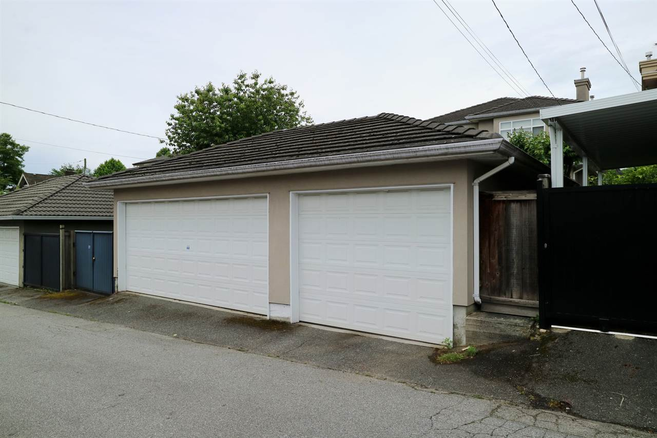 Photo 2: 8188 SELKIRK Street in Vancouver: Marpole House for sale (Vancouver West)  : MLS(r) # R2178961