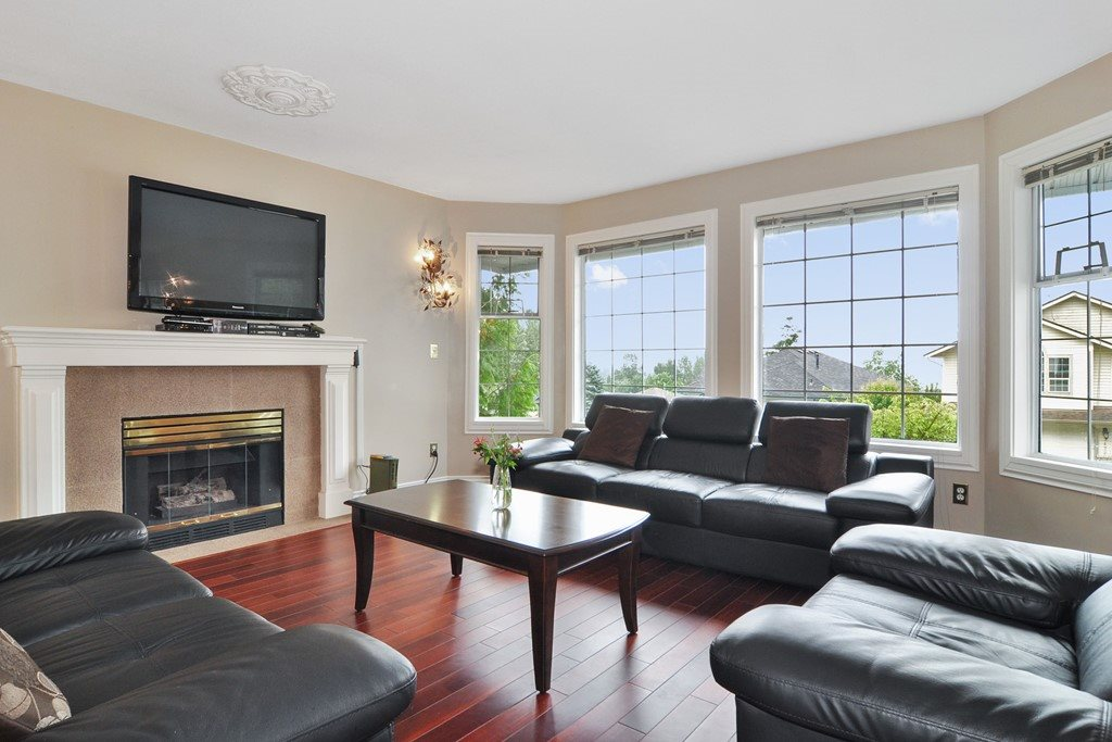 Photo 2: 1465 BLACKWATER Place in Coquitlam: Westwood Plateau House for sale : MLS(r) # R2188109