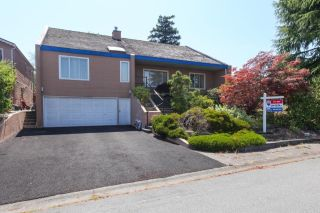 "Main Photo: 5500 WALLACE Avenue in Delta: Pebble Hill House for sale in ""Pebble Hill"" (Tsawwassen)  : MLS®# R2283000"
