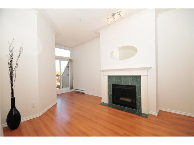 Photo 3: 411 3638 W BROADWAY Street in Vancouver: Kitsilano Condo for sale (Vancouver West)  : MLS(r) # V915805