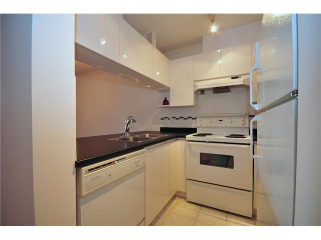 Photo 4: 411 3638 W BROADWAY Street in Vancouver: Kitsilano Condo for sale (Vancouver West)  : MLS(r) # V915805