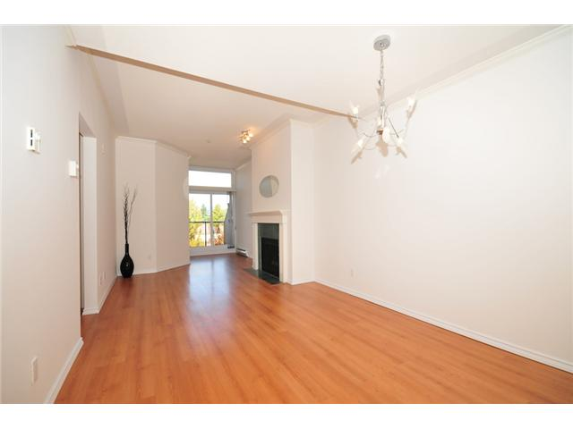 Photo 2: 411 3638 W BROADWAY Street in Vancouver: Kitsilano Condo for sale (Vancouver West)  : MLS(r) # V915805