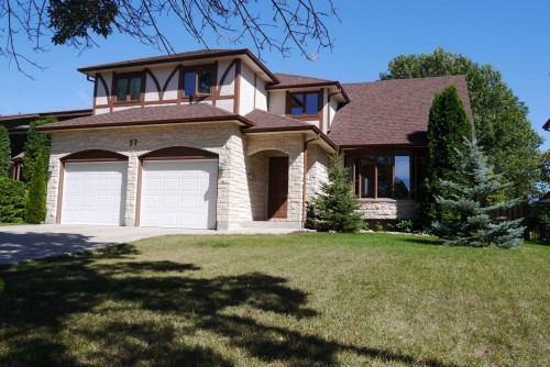 Main Photo: 27 Groveland Bay in Winnipeg: Residential for sale : MLS® # 1319384