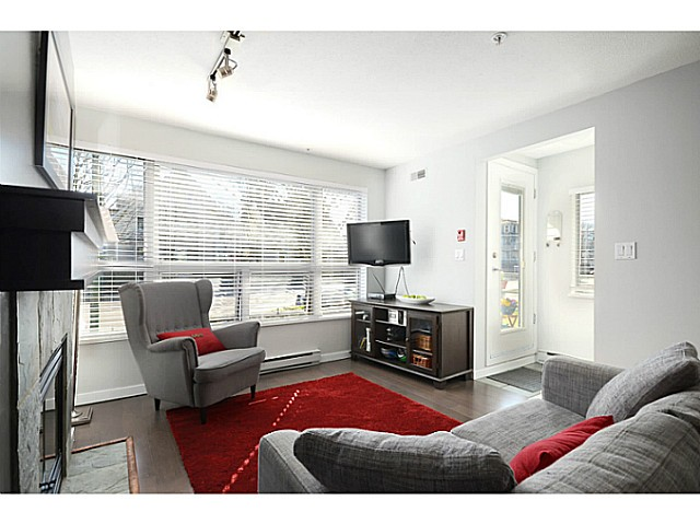 "Photo 3: 3171 W 4TH Avenue in Vancouver: Kitsilano Townhouse for sale in ""BRIDEWATER"" (Vancouver West)  : MLS® # V1052354"