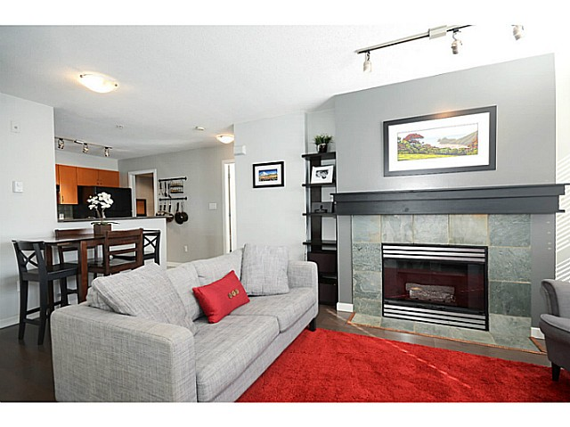 "Photo 2: 3171 W 4TH Avenue in Vancouver: Kitsilano Townhouse for sale in ""BRIDEWATER"" (Vancouver West)  : MLS® # V1052354"