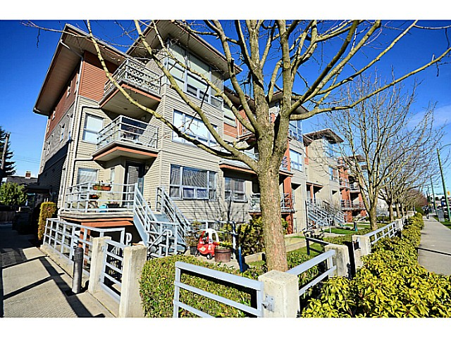 "Main Photo: 3171 W 4TH Avenue in Vancouver: Kitsilano Townhouse for sale in ""BRIDEWATER"" (Vancouver West)  : MLS® # V1052354"