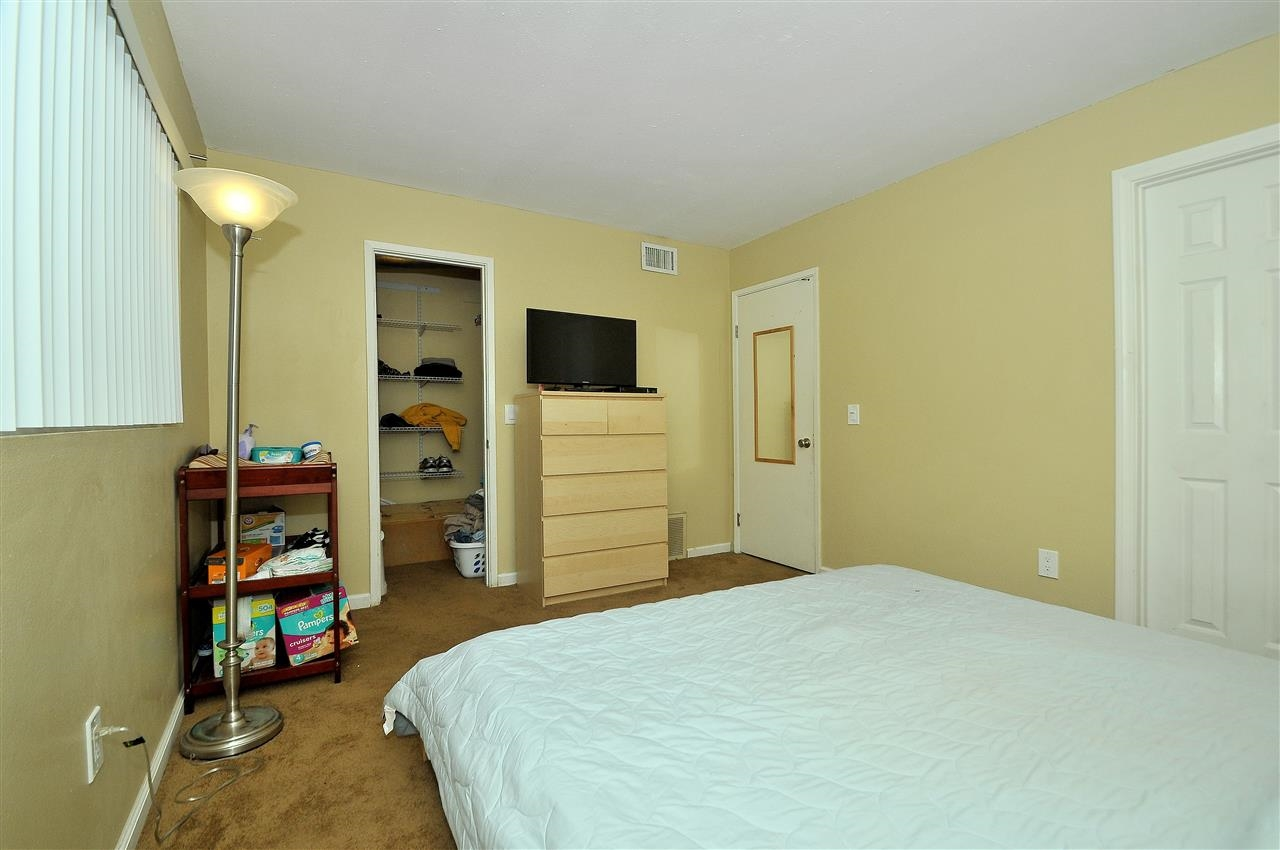 Photo 13: LAKESIDE Townhome for sale : 4 bedrooms : 9077 Calle Lucia