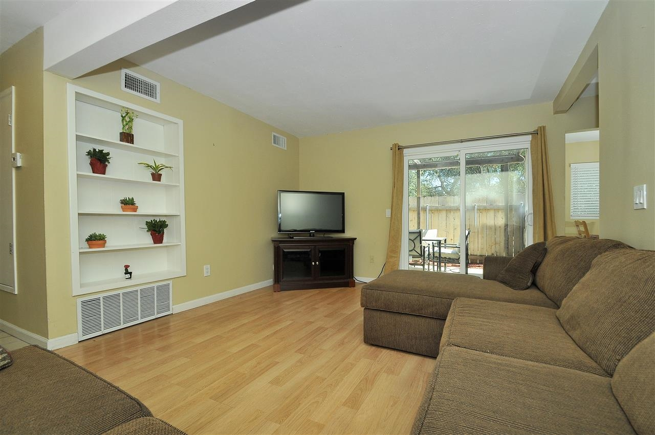 Photo 7: LAKESIDE Townhome for sale : 4 bedrooms : 9077 Calle Lucia