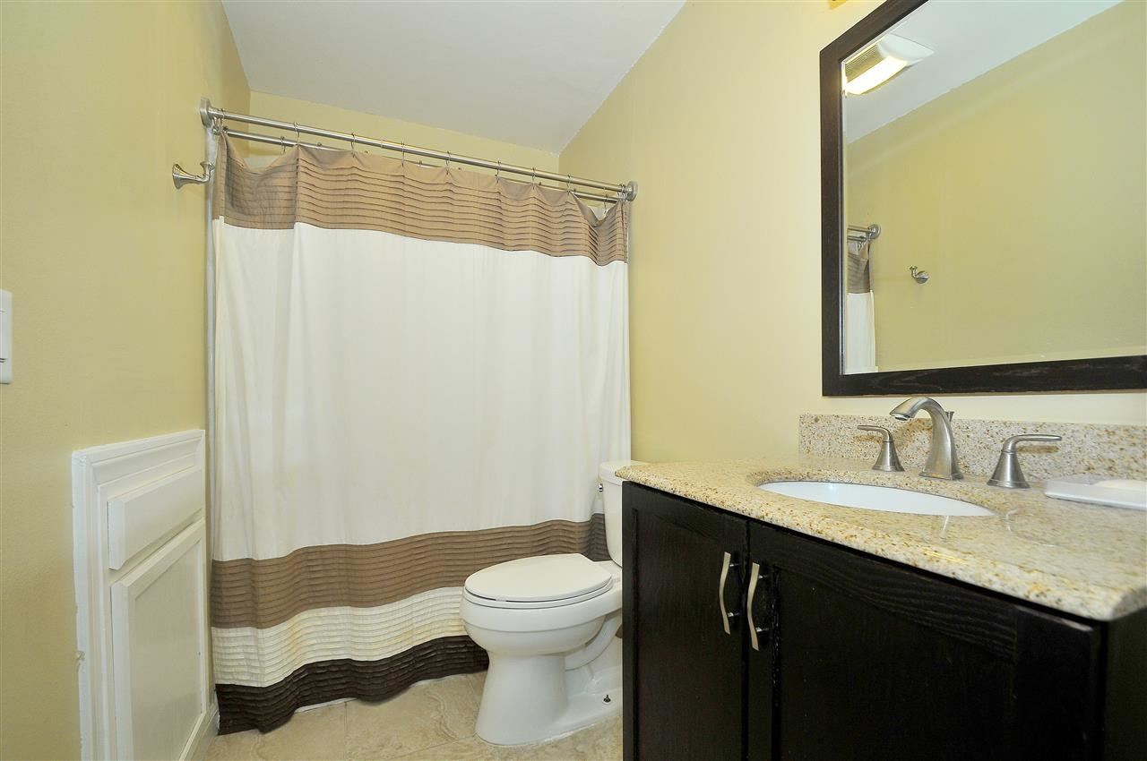 Photo 14: LAKESIDE Townhome for sale : 4 bedrooms : 9077 Calle Lucia