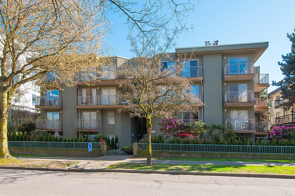 "Main Photo: 422 1820 W 3RD Avenue in Vancouver: Kitsilano Condo for sale in ""MONTEREY"" (Vancouver West)  : MLS®# V1118021"