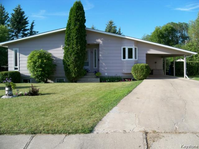Main Photo: 32 Crocus Bay in DAUPHIN: Manitoba Other Residential for sale : MLS®# 1602297