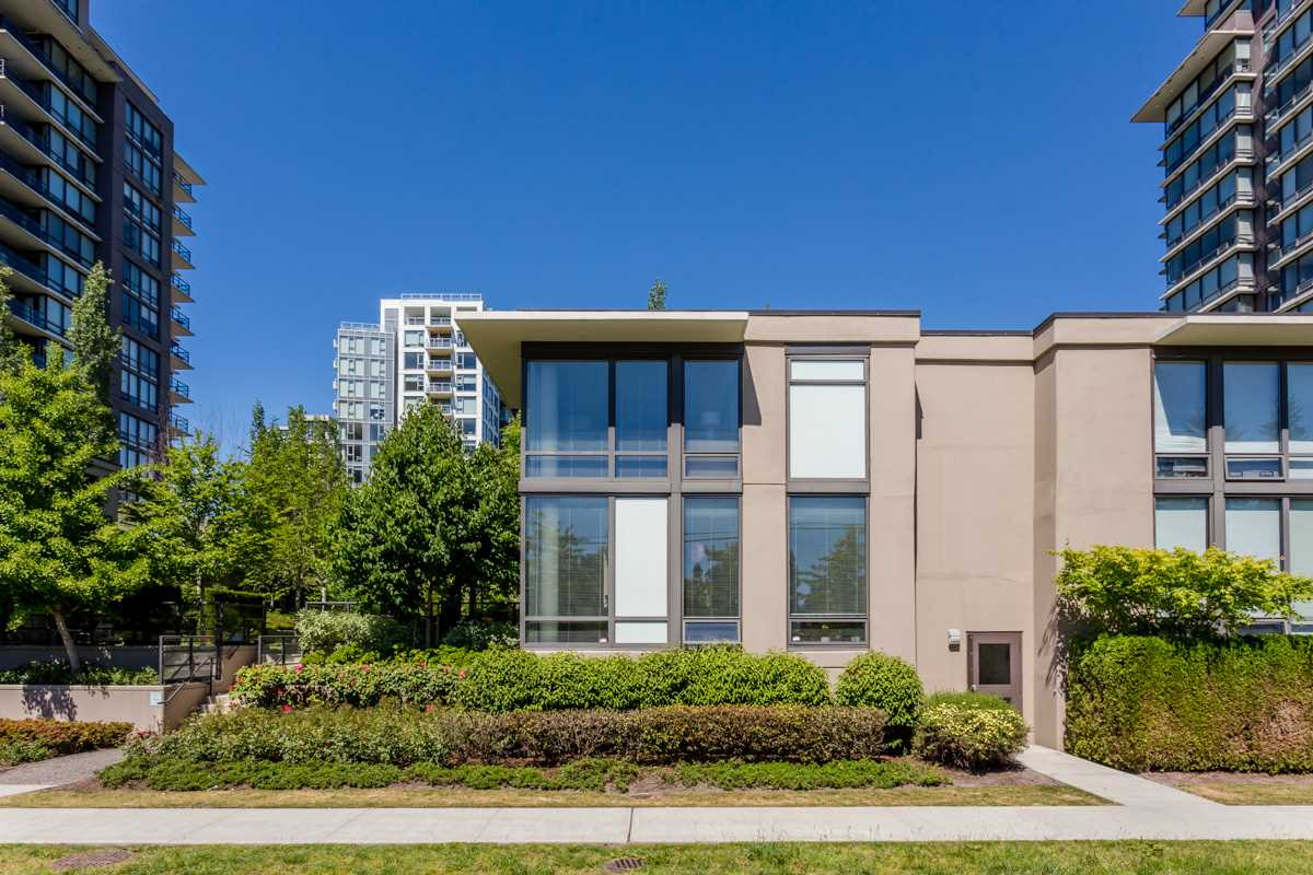 "Main Photo: TH1 6333 KATSURA Street in Richmond: McLennan North Townhouse for sale in ""RESIDENCE ON A PARK"" : MLS® # R2066749"