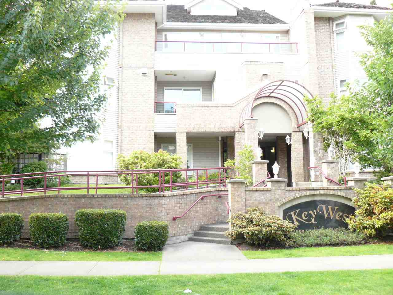 "Main Photo: 312 1999 SUFFOLK Avenue in Port Coquitlam: Glenwood PQ Condo for sale in ""Key West"" : MLS®# R2079761"