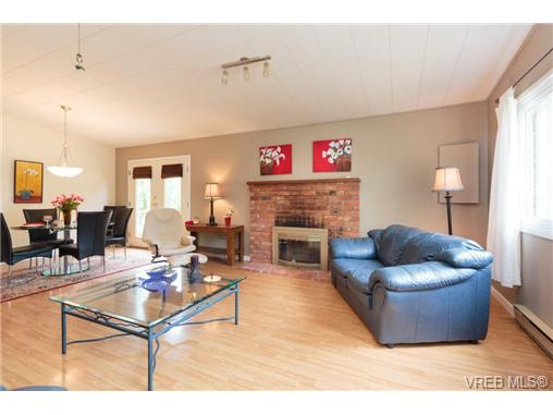 Photo 6: SIDNEY REAL ESTATE = SOUTH-EAST SIDNEY HOME For Sale SOLD With Ann Watley