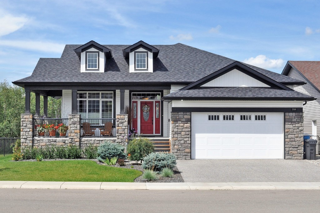 Main Photo: 244 Willow Ridge Manor: Black Diamond House for sale : MLS(r) # C4075045