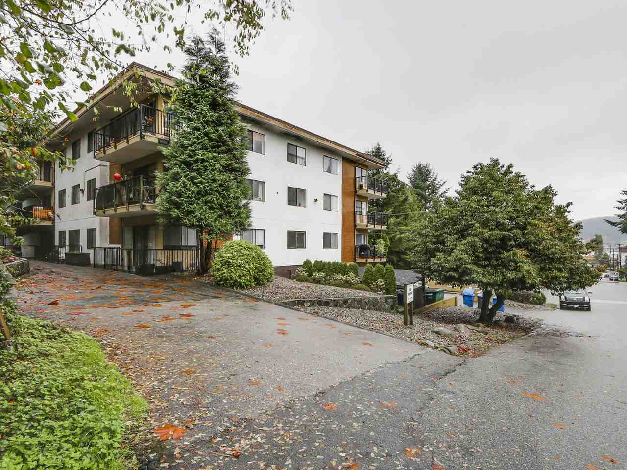 "Main Photo: 201 195 MARY Street in Port Moody: Port Moody Centre Condo for sale in ""VILLA MARQUIS"" : MLS® # R2117748"