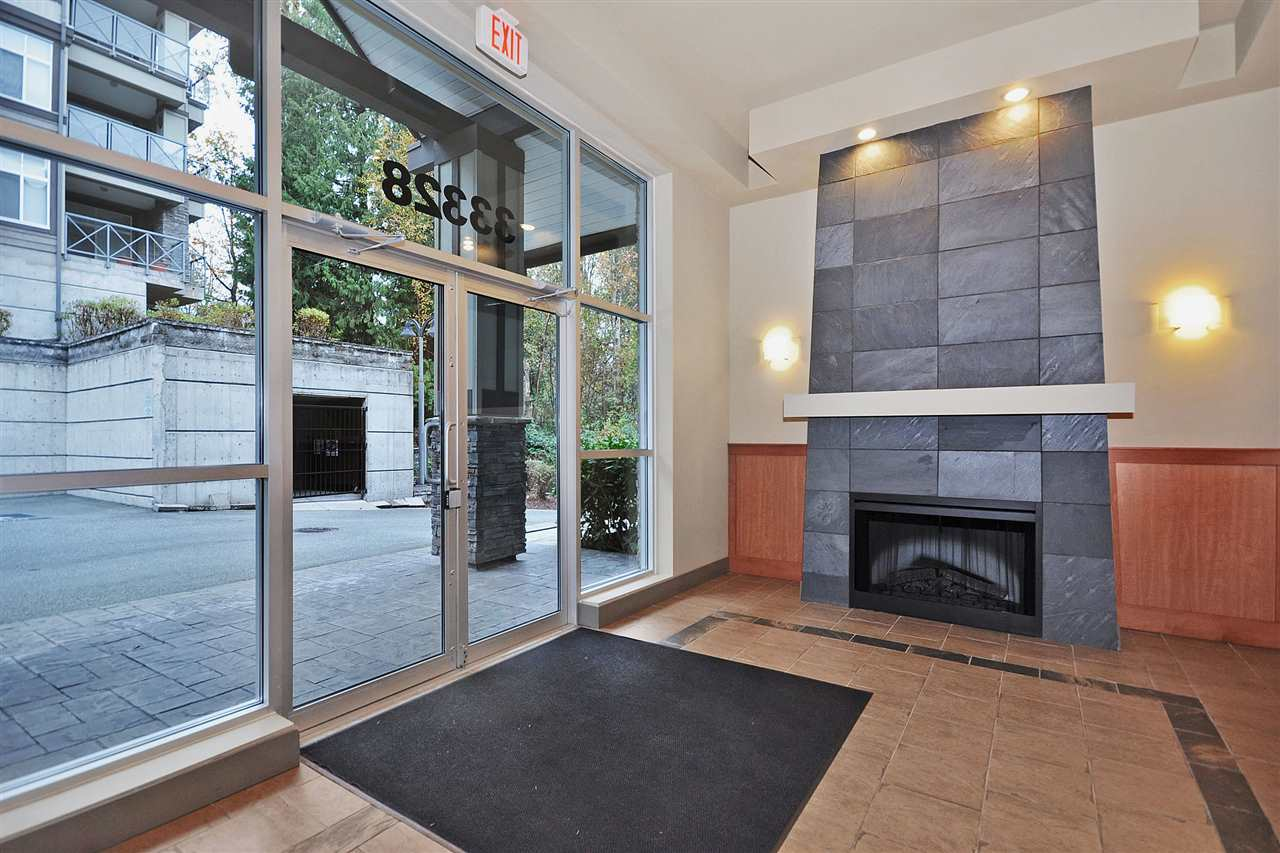 "Photo 2: 406 33328 BOURQUIN Crescent in Abbotsford: Central Abbotsford Condo for sale in ""NATURE'S GATE"" : MLS(r) # R2147458"