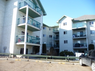 Main Photo: 404 9619 174 Street in Edmonton: Zone 20 Condo for sale : MLS(r) # E4055652