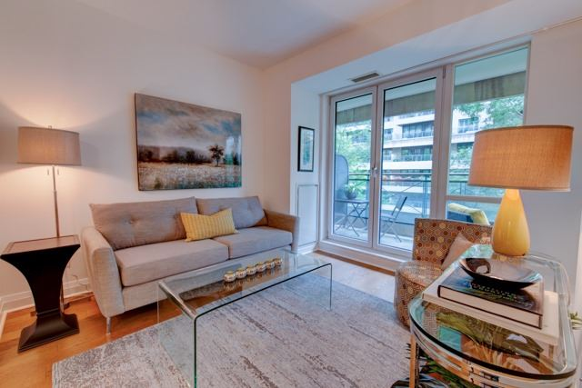 Main Photo: 303 25 Scrivener Square in Toronto: Rosedale-Moore Park Condo for sale (Toronto C09)  : MLS(r) # C3881938