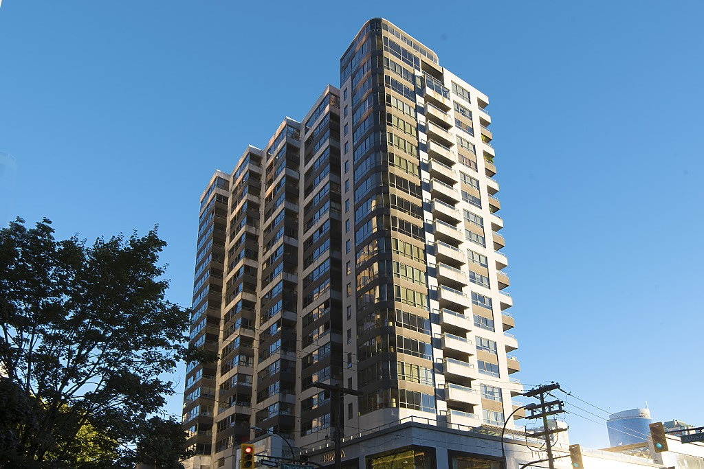 "Main Photo: 707 1060 ALBERNI Street in Vancouver: West End VW Condo for sale in ""THE CARLYLE"" (Vancouver West)  : MLS®# R2211208"