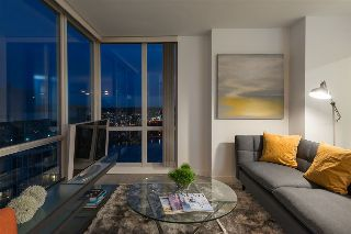 "Main Photo: 2807 193 AQUARIUS Mews in Vancouver: Yaletown Condo for sale in ""MARINASIDE RESORT"" (Vancouver West)  : MLS® # R2215492"