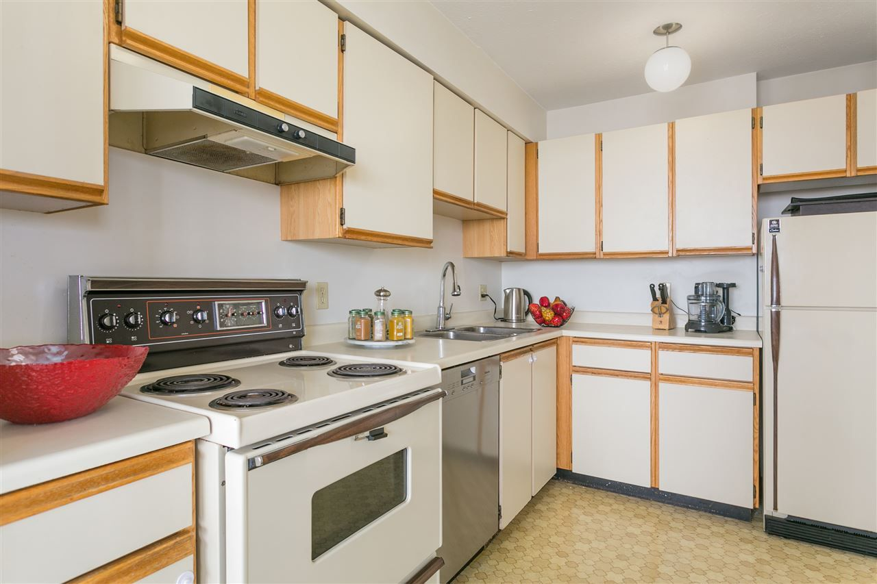 "Photo 7: Photos: 1903 6540 BURLINGTON Avenue in Burnaby: Metrotown Condo for sale in ""Burlington Square"" (Burnaby South)  : MLS® # R2216870"