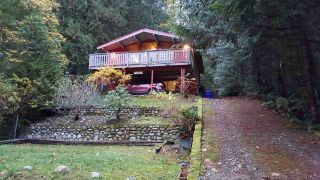 "Main Photo: 6846 SEAVIEW Road in Sechelt: Sechelt District House for sale in ""SANDYHOOK"" (Sunshine Coast)  : MLS®# R2223462"