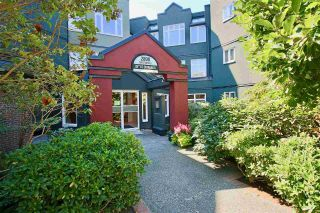 "Main Photo: 211 2800 CHESTERFIELD Avenue in North Vancouver: Upper Lonsdale Condo for sale in ""SOMERSET GREEN"" : MLS®# R2302610"