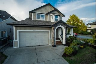 Main Photo: 19095 68A Avenue in Surrey: Clayton House for sale (Cloverdale)  : MLS®# R2306178