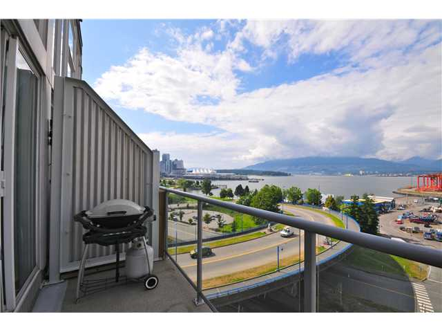 "Photo 3: 804 289 ALEXANDER Street in Vancouver: Hastings Condo for sale in ""THE EDGE"" (Vancouver East)  : MLS® # V900930"