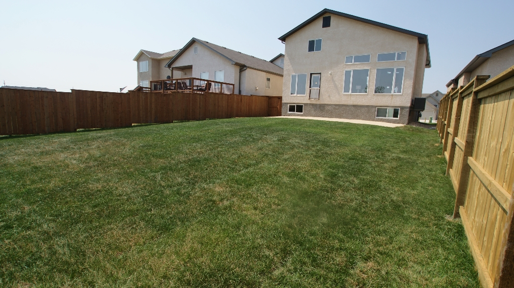 Photo 2: 103 Filbert Crescent in Winnipeg: North Kildonan Residential for sale (North East Winnipeg)  : MLS(r) # 1214781