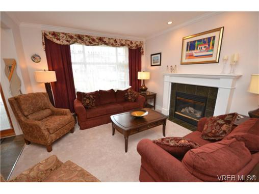 Photo 2: 4172 Hatfield Road in VICTORIA: SW Strawberry Vale Single Family Detached for sale (Saanich West)  : MLS® # 329767