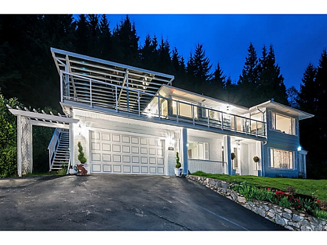 Main Photo: 558 BALLANTREE Road in West Vancouver: Glenmore House for sale : MLS® # V1087314