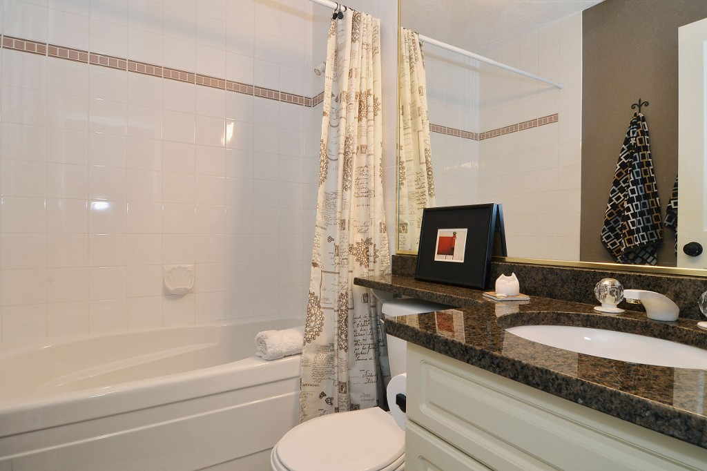 "Photo 11: 147 4001 OLD CLAYBURN Road in Abbotsford: Abbotsford East Townhouse for sale in ""CEDAR SPRINGS"" : MLS(r) # F1439448"