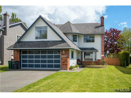 Main Photo: 1300 Layritz Place in VICTORIA: SW Layritz Single Family Detached for sale (Saanich West)  : MLS®# 350758