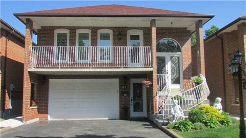 Main Photo: 87 Whitchurch Mews in Mississauga: Cooksville House (Bungalow-Raised) for lease : MLS® # W3221356