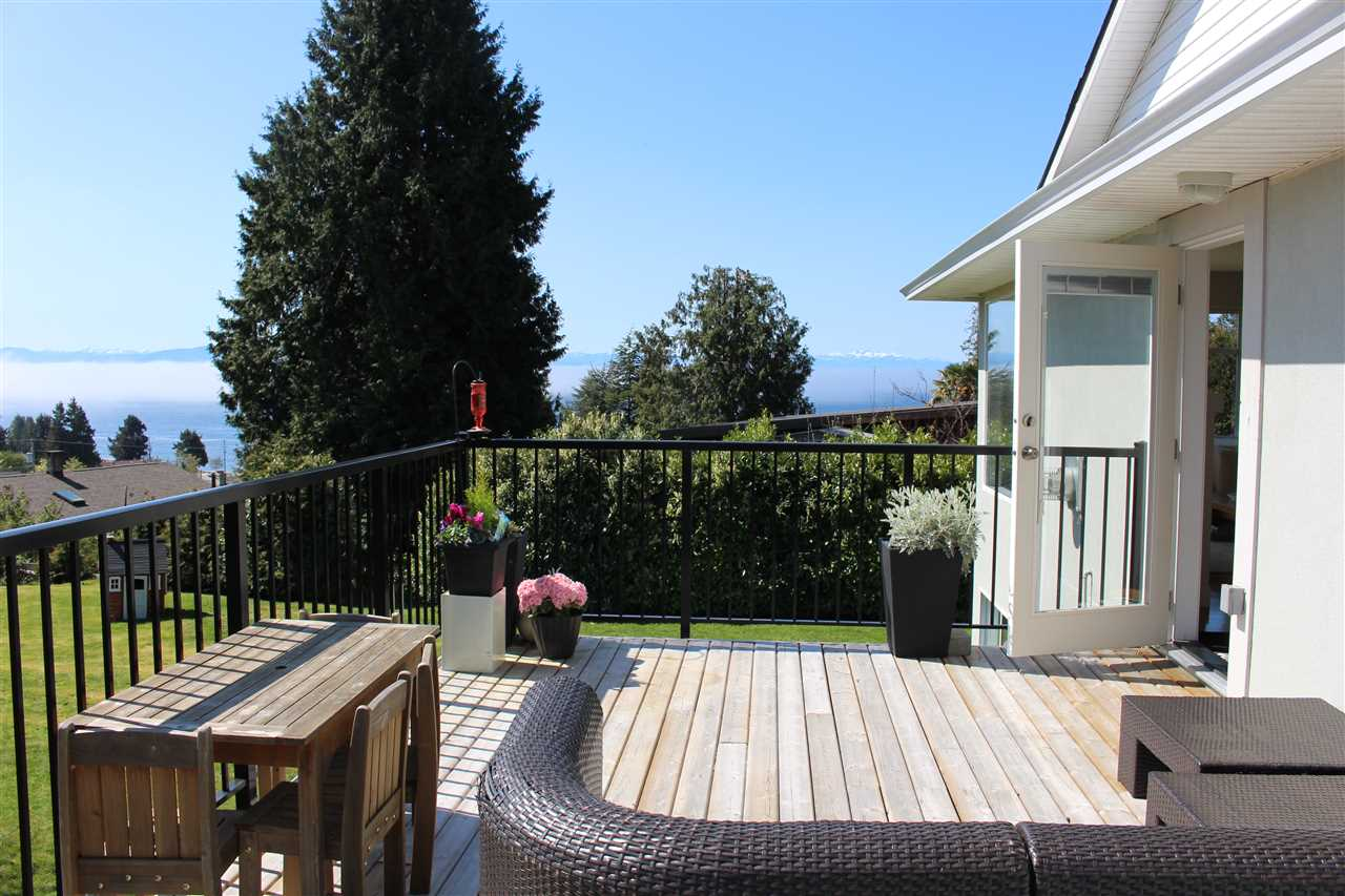 Photo 9: Photos: 4847 BLUEBERRY Place in Sechelt: Sechelt District House for sale (Sunshine Coast)  : MLS® # R2054705