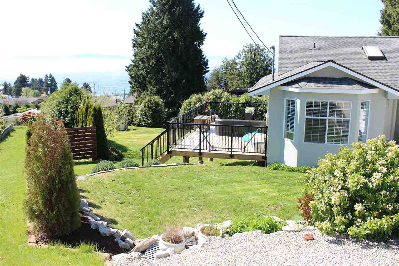 Photo 2: Photos: 4847 BLUEBERRY Place in Sechelt: Sechelt District House for sale (Sunshine Coast)  : MLS® # R2054705