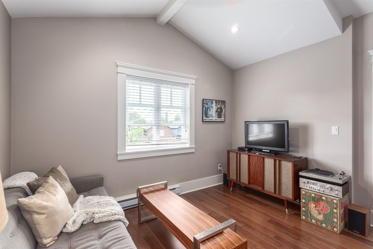 "Photo 11: 1816 CHARLES Street in Vancouver: Grandview VE House 1/2 Duplex for sale in ""COMMERCIAL DRIVE"" (Vancouver East)  : MLS® # R2072693"