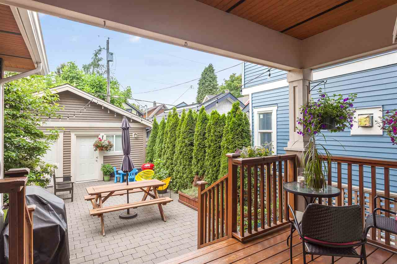 "Photo 15: 1816 CHARLES Street in Vancouver: Grandview VE House 1/2 Duplex for sale in ""COMMERCIAL DRIVE"" (Vancouver East)  : MLS® # R2072693"