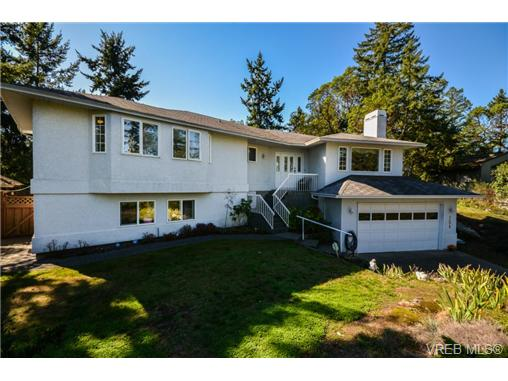 Main Photo: 121 Rockcliffe Place in VICTORIA: La Thetis Heights Single Family Detached for sale (Langford)  : MLS® # 366635